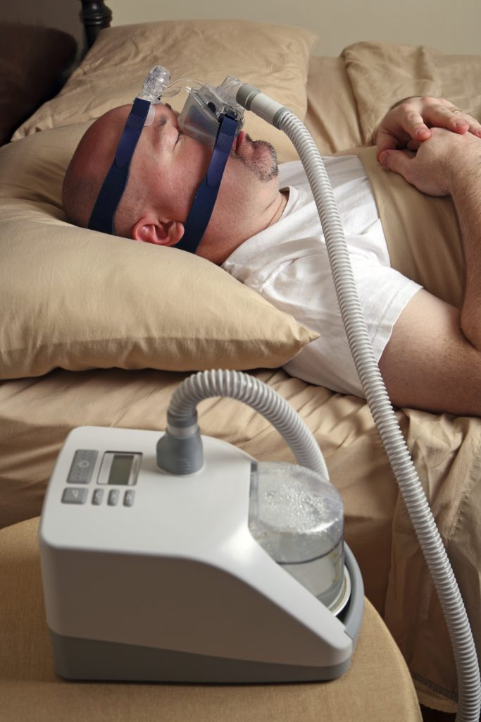 A man with sleep apnea using a CPAP machine. (iStockphoto)