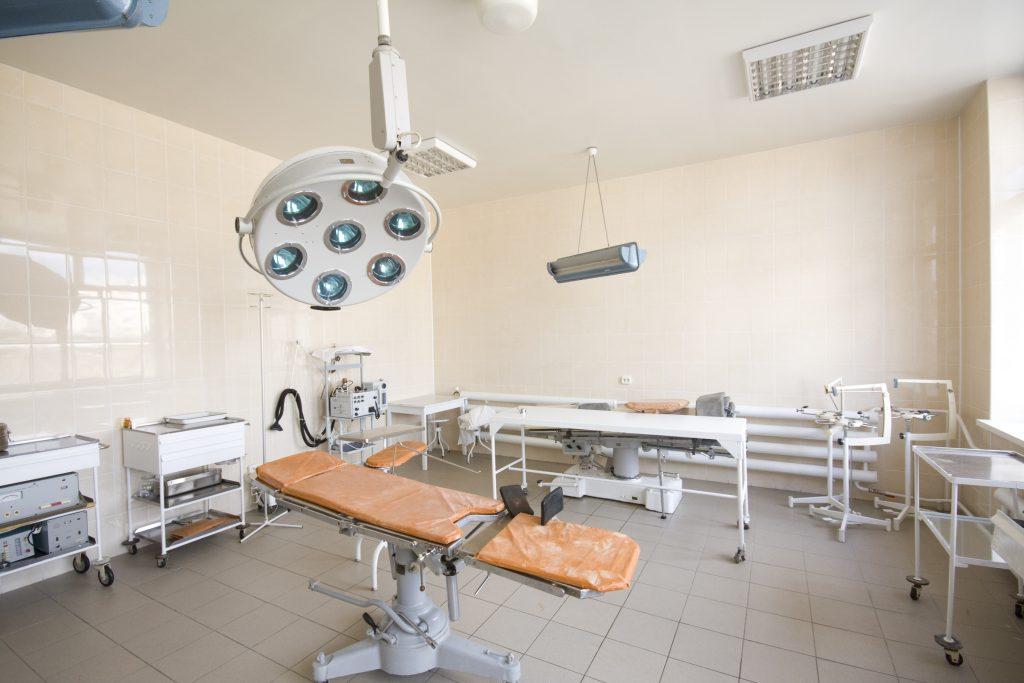 An empty operating room. (Hemera)