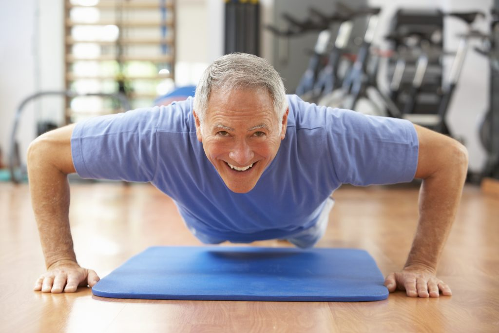 A senior doing push-ups at a gym. (iStockphoto/Thinkstock)